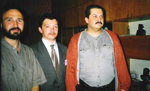 Р. Минибаев, Р. Шарипов и С. Лукьяненко в Союзе писателей Республики Башкортостан. Июль 2000 года