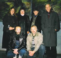 Художники В. Жигулин и М. Спиридонов (в первом ряду) на творческой встрече в планетарии 24 октября 2000 года
